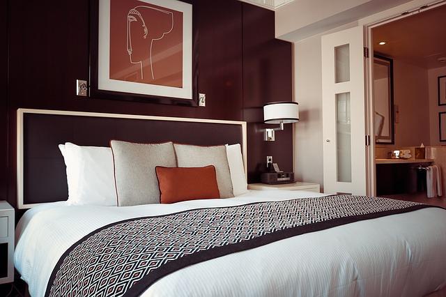 mohutná postel