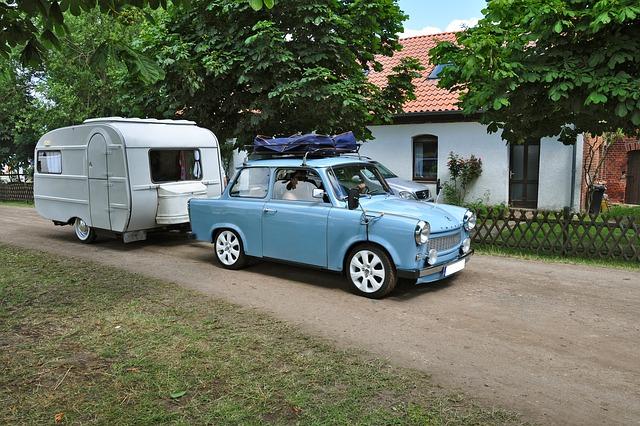 trabant s karavanem