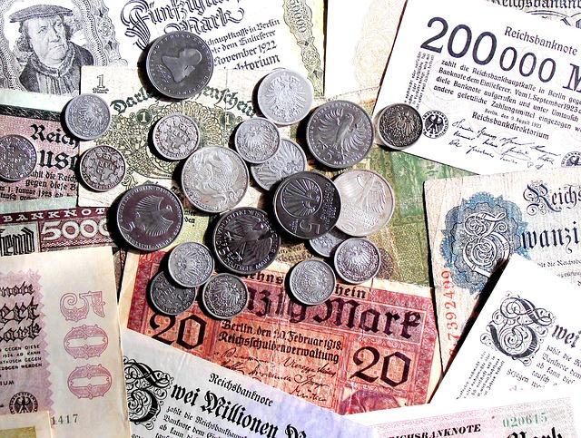 staré mince a bankovky